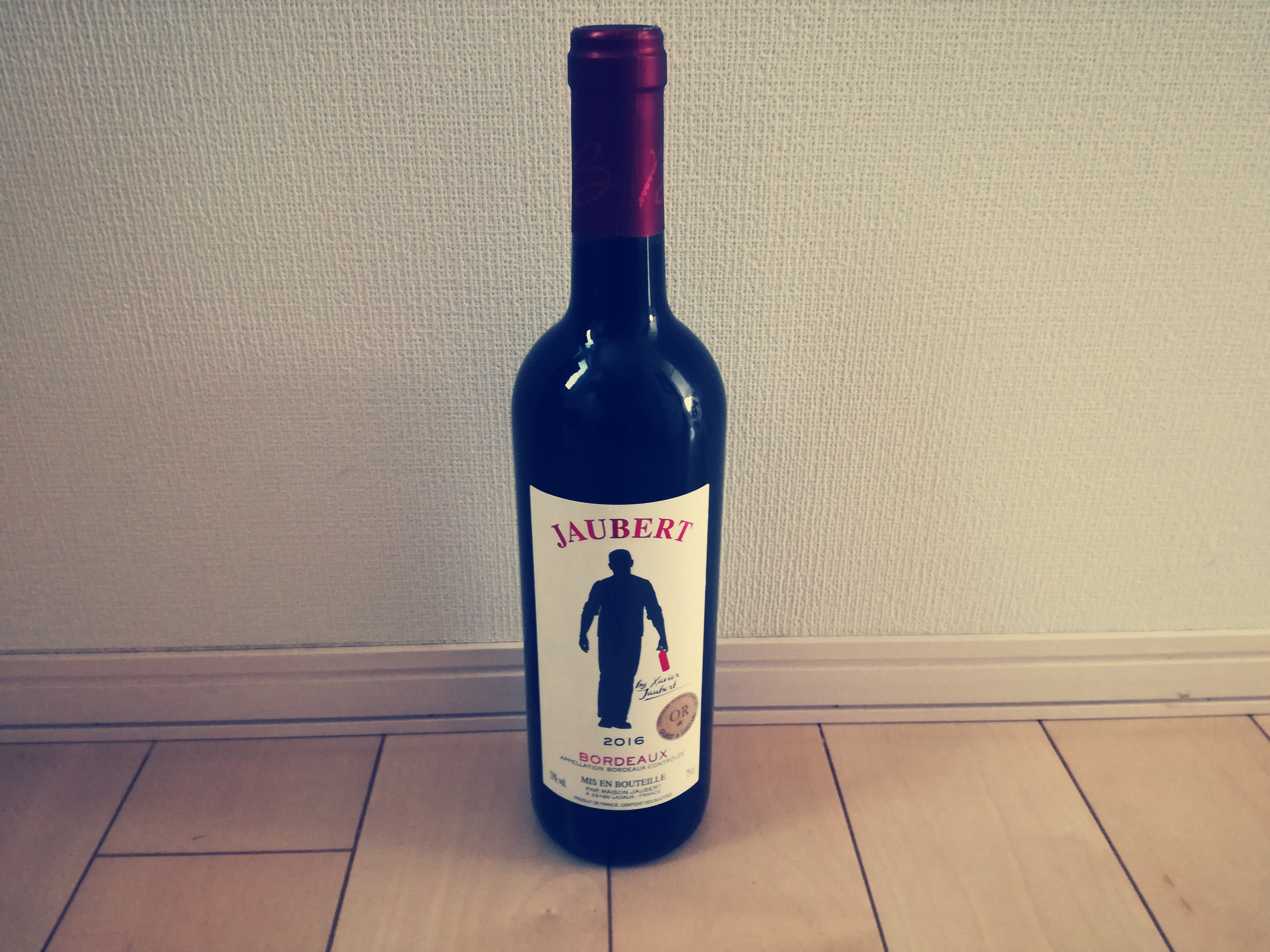 ベルーナ(9997)から初めての株主優待で選択した赤ワインが到着!